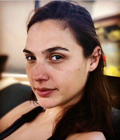 /glamour/celebrities-who-rock-the-no-makeup-look/img/NoMakeup01_MobileImageSizeReigNN.jpg