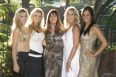 /glamour/ladies-of-luxury-the-original-real-housewives-and-what-theyre-doing-now/img/houswives01_MobileImageSizeReigNN.jpg