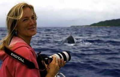 /nature/humpback-whale-swims-right-at-her-and-pins-her-down-then-she-notices-something/img/whaleSaver01-700x446MobileImageSizeReigNN.jpg